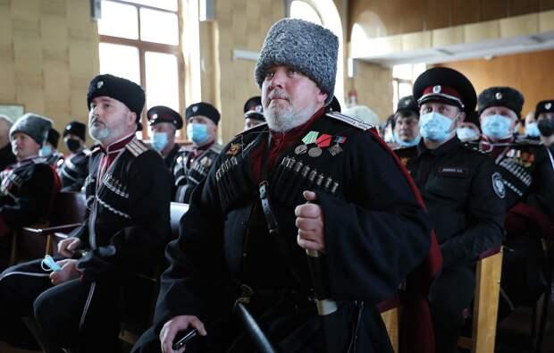 Аксёнов вручил свидетельство о регистрации Черноморского казачьего войска в состав Всероссийского казачьего общества