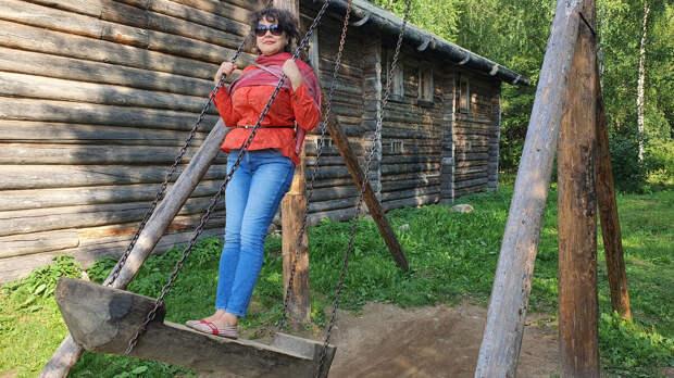 Качели в деревне Верхние Мандроги
