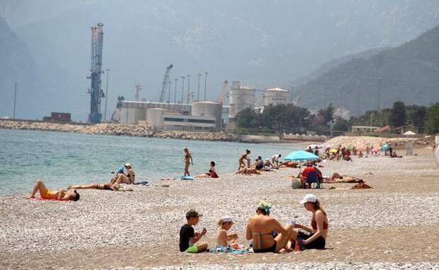 Турция пустила туристов в локдаун. Первыми на правила наплевали туристы из Украины