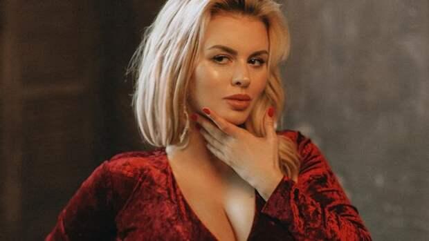 Анна Семенович рассказала о проблемах из-за большой груди