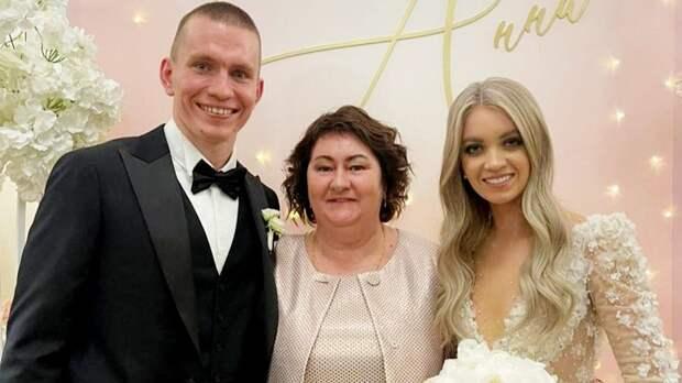 Как прошла свадьба лучшего лыжника мира Большунова: фото и видео
