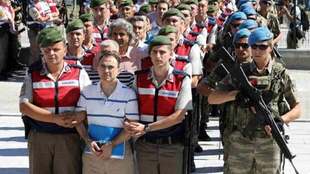 Эрдоган повелел бросить за решётку сотни турецких военных