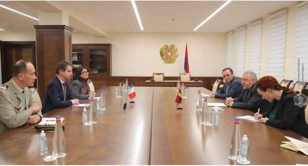 Франция хочет ослабить военное присутствие России в Армении