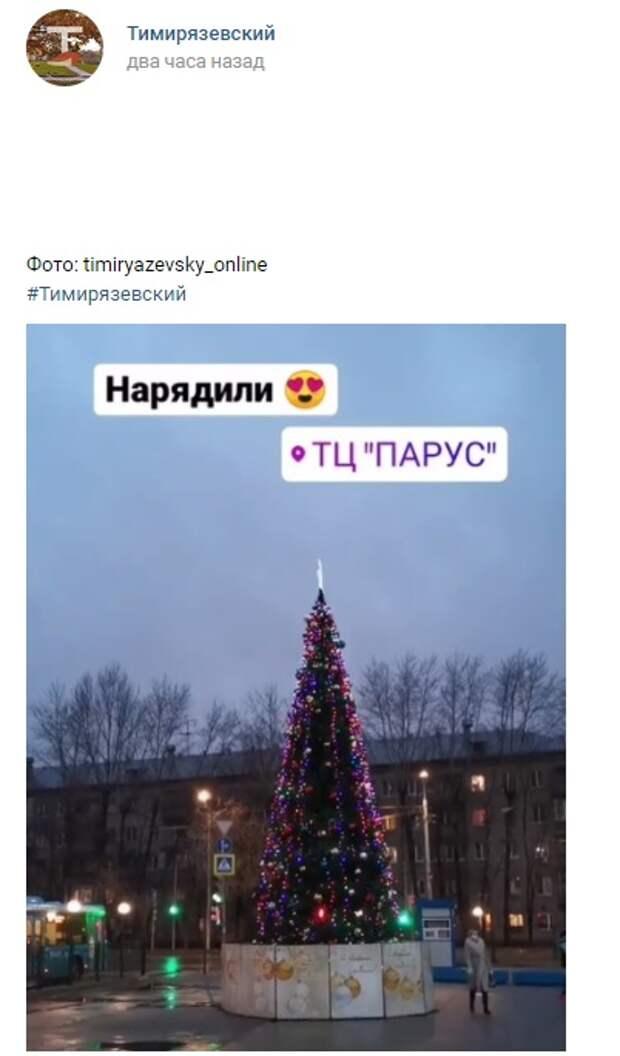 Фото дня: на Локомотивном проезде нарядили ёлку