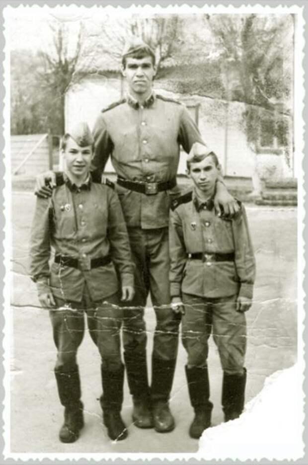 Найдено армейское фото Николая Валуева (1 фото)