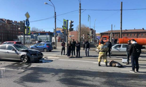 Девушку-водителя BMW, которая сбила байкера на Обводном, задержали. В момент ДТП она была пьяна