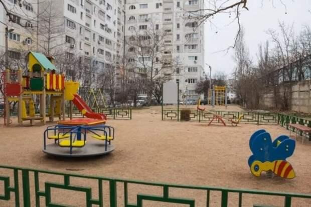 Губернатор Севастополя проконтролировал ход реализации программы «Самый дружный двор»