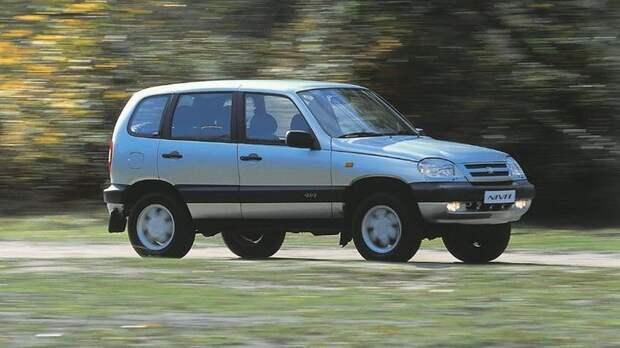 Chevrolet Niva '2002–2009 на трассе