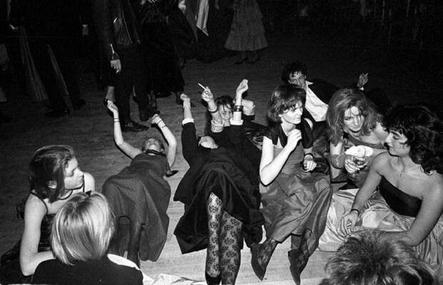 Смотрите иучитесь: краткое пособие побурному веселью изАнглии 80-х