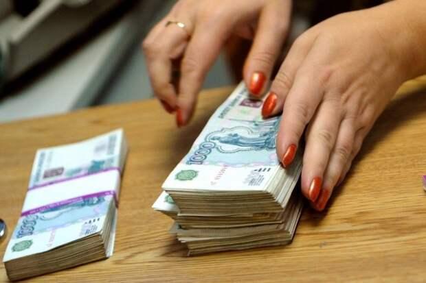 Россияне опасаются санкций и снимают деньги со счетов