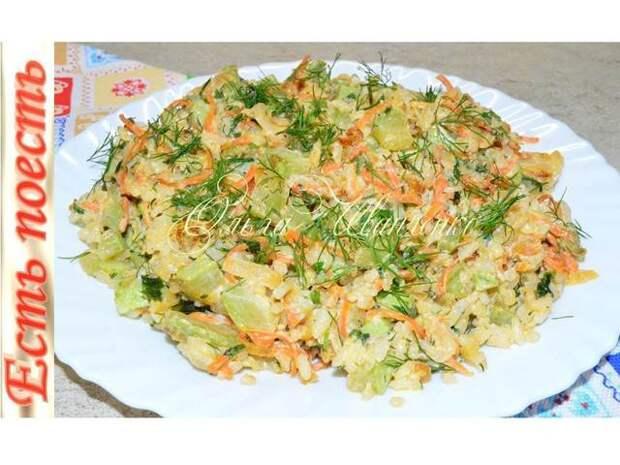 Фото к рецепту: Кабачки с рисом в сметане