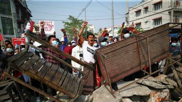 В ООН предупредили об опасности полномасштабной войны на территории Мьянмы