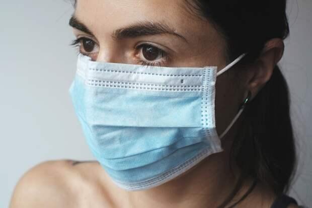 Россиянам напомнили правила ношения защитных масок