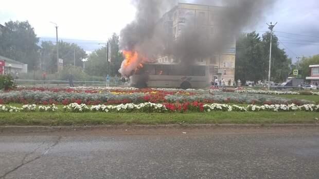 Итоги дня: изменения в Конституции Удмуртии, загоревшийся автобус и прогноз погоды