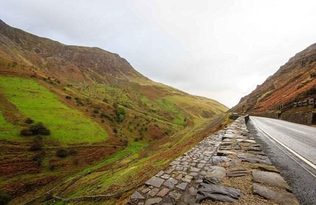 Пещера потерянных душ: заброшенное кладбище автомобилей, скрытое под валлийской горой