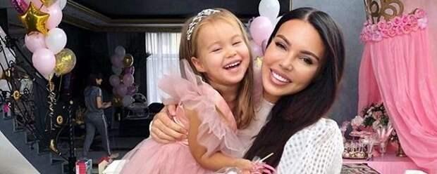 Оксана Самойлова рассказала о кризисе у 3-летней дочери Майи