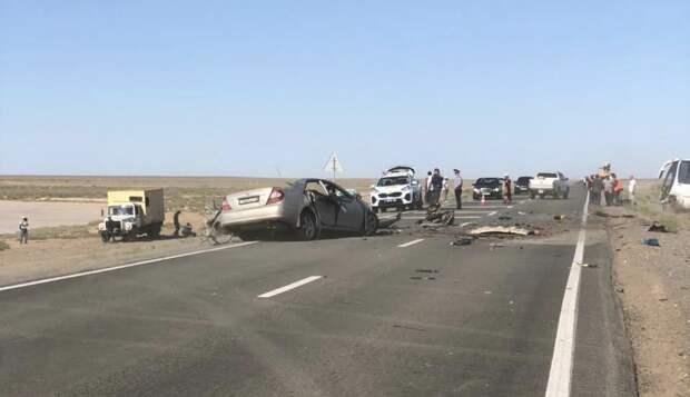Трое погибли и двое пострадали в столкновении легковушки с автобусом в Атырауской области