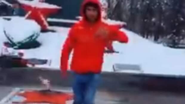 Подросток станцевал лезгинку уВечного огня наСтаврополье