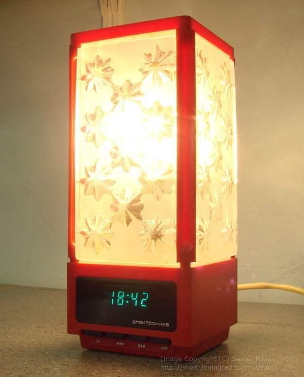 """Часы в СССР встраивали даже в лампы. Эта лампа-часы """"Электроника"""" умела и будить СССР, гаджет, история, стиралка, техника, факты"""