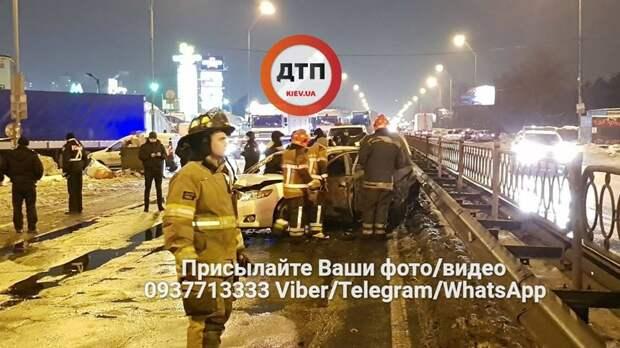 В Киеве у станции метро «Лесная» взорвали две гранаты 2