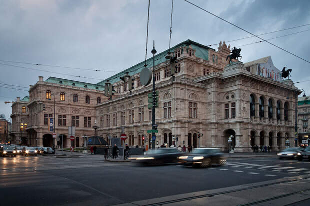 https://upload.wikimedia.org/wikipedia/commons/thumb/4/4b/Vienna_Opera.jpg/1200px-Vienna_Opera.jpg