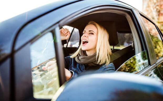 Сколько водителей поет за рулем? Даже это подсчитали!