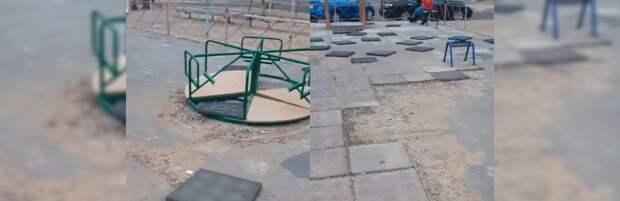 В Актау жалуются на испорченную детскую площадку