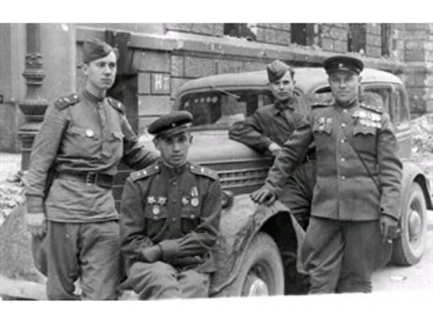 Почему в разгар войны в 1943 году Красная Армия переоделась в новую форму