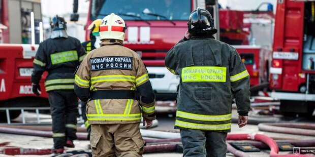 Пожарные потушили горящий мусорный пакет на Новой Башиловке