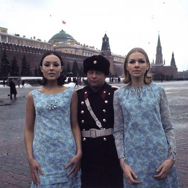 8 ярких фото голландских моделей в мрачном СССР