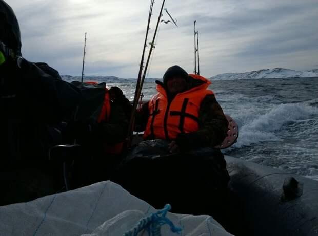 Почти утонули за Полярным кругом или отчет о рыбалке на Баренцевом море Териберка, баренцево море, лодка, отчет, прикол, рыбалка, смех, утонул