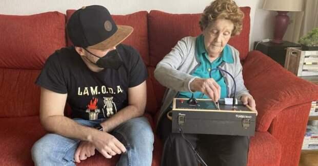 Испанец изобрел для любимой бабушки «аналоговый Telegram»