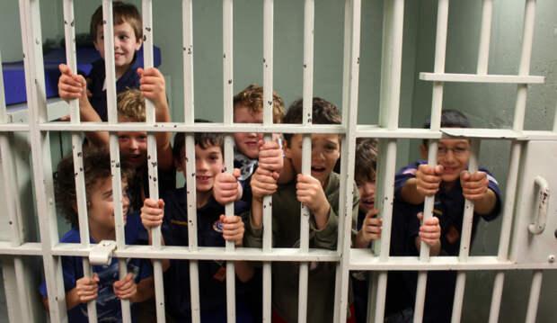 8 фактов о том, как живут дети, рожденные в тюрьмах США и России