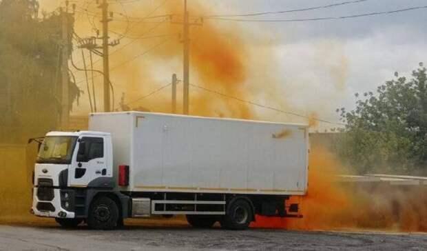 ВБелгороде изгрузовой машины вытекла азотная кислота: возможна эвакуация людей