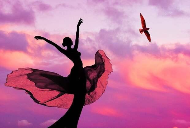 """Забавные картинки и фото из сети про девушек """"летающих в облаках"""""""