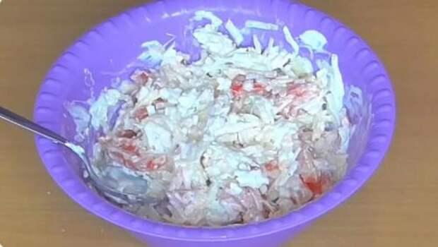 Быстрый и вкусный салат без майонеза всего из 3-х ингредиентов