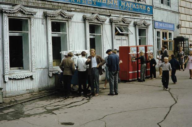 Russia, people buying drinks in Khabarovsk