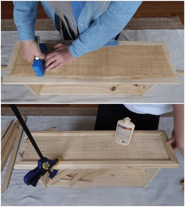 После закрепления тростниковой рогожки (любого другого материала) можно приклеивать наличники/молдинги.
