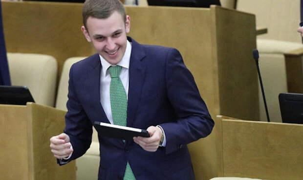 На тебе боже...: депутат предложил отдавать ненужные подарки малоимущим