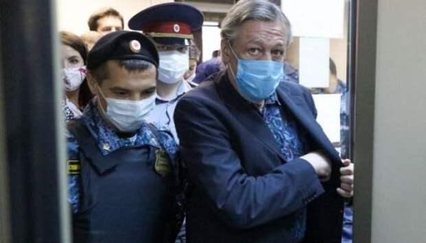 Ефремов сорвал маски с «хороших лиц»