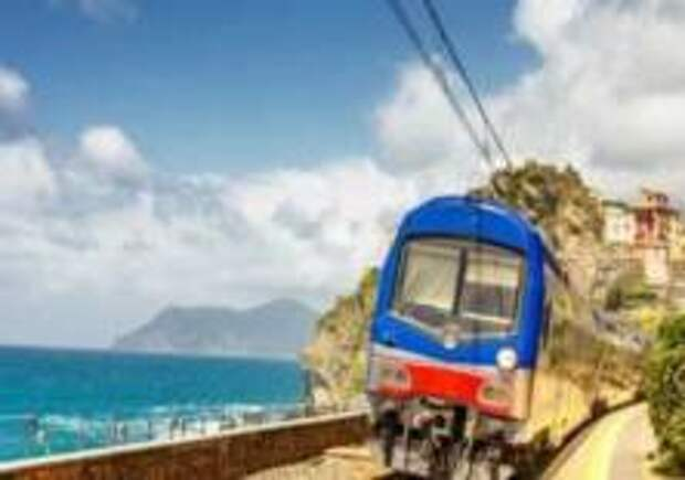 По одному из самых красивых мест Италии начал курсировать поезд
