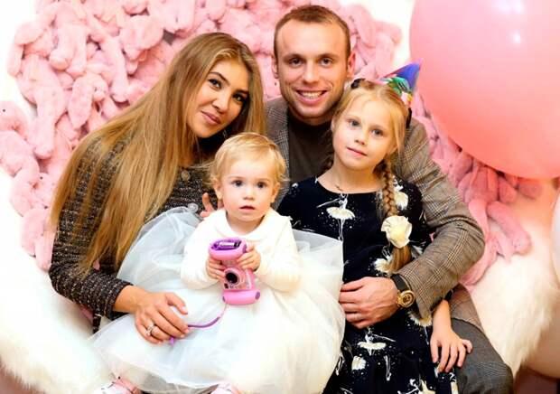 Бывшая жена Глушакова пожаловалась нанехватку денег: «300 тысяч вмесяц мало надетские расходы»