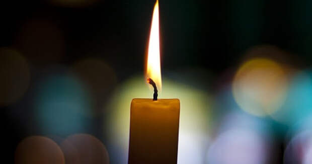 Приметы про церковные свечи: почему свеча трещит, коптит, плачет, падает