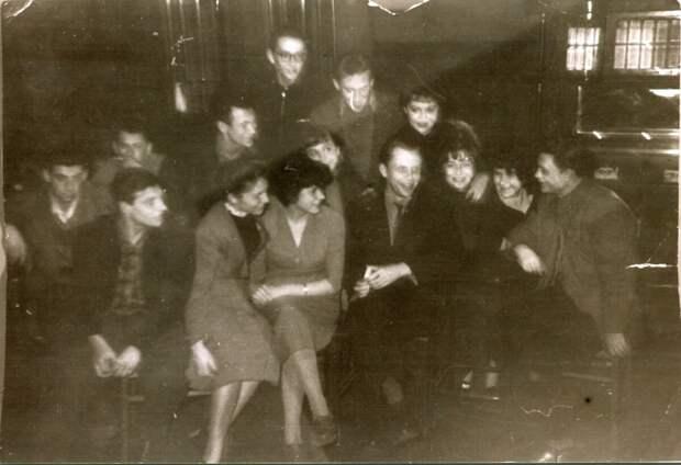 1955-56 - Дом Учителя На этой фотографии: Ю.Д. Комиссаров, В.Н. Богомолов, В.Высоцкий