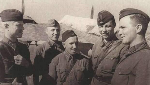 Экипаж бомбардировщика СБ - участники боёв.