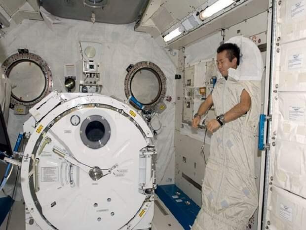 Обычные вещи, которые запрещено делать в космосе