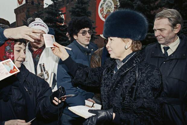 Червонная королева. Почему жену Горбачева обожали французские дизайнеры и недолюбливали советские женщины