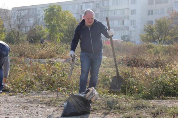 Врио губернатора Севастополя выступил с инициативой возобновить общегородские субботники