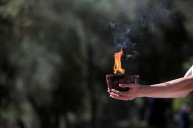 В Древней Олимпии зажгли огонь зимних Игр-2022 в Пекине