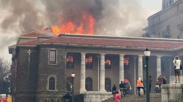 Пожар начался в Кейптаунском университете в ЮАР